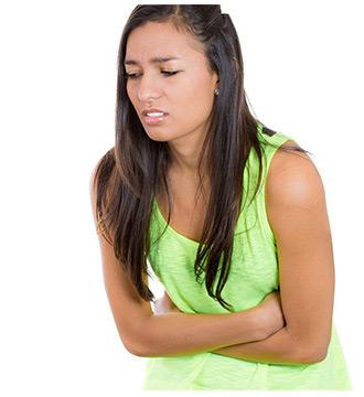 donna con mal di pancia