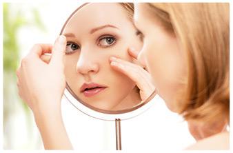 viso donna allo specchio