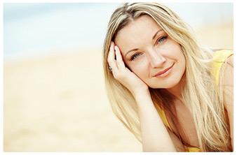 donna sorridente primo piano