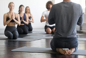 Uomo meditazione contro eiaculazione precoce